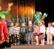 Facts about theatre for children in Vietnam and challenges.